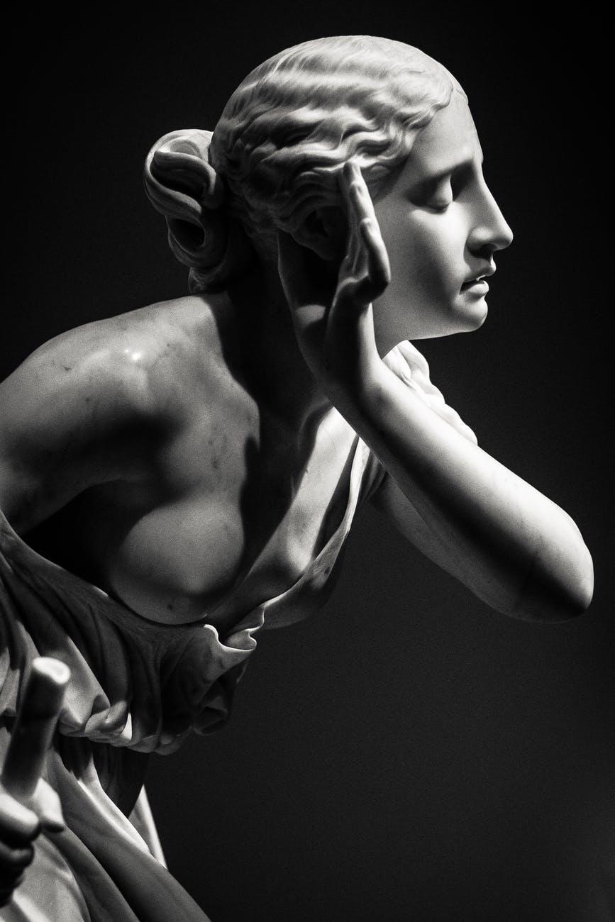 Escultura de mujer
